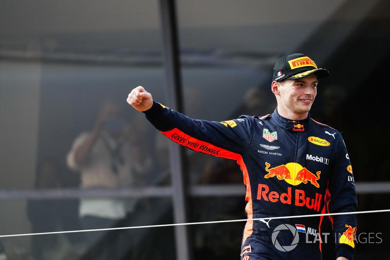 Max Verstappen, Red Bull Racing, segundo, llega al podio