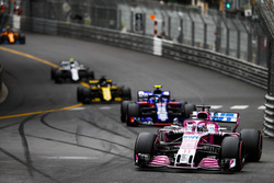 Sergio Perez, Force India VJM11, leads Pierre Gasly, Toro Rosso STR13, Nico Hulkenberg, Renault Sport F1 Team R.S. 18, and Sergey Sirotkin, Williams FW41