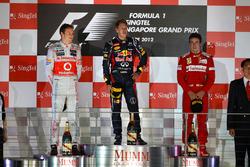 Podio: il vincitore Sebastian Vettel, Red Bull Racing, il secondo classificato Jenson Button, McLaren, il terzo classificato Fernando Alonso, Ferrari
