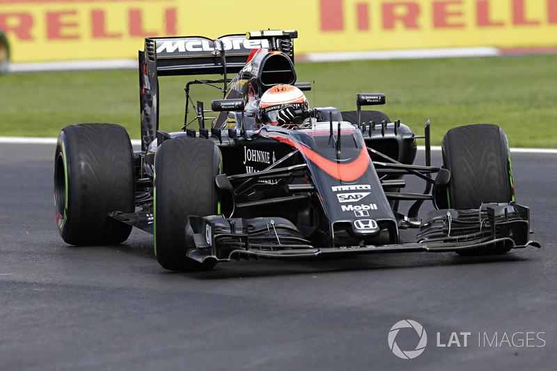 2015. McLaren MP4-30 Honda