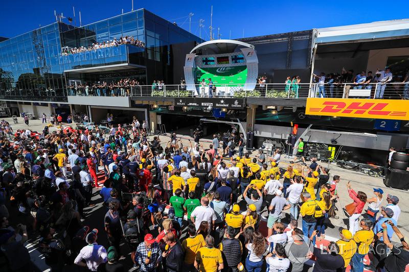 Валттері Боттас, Mercedes AMG F1, Себастьян Феттель, Ferrari, гоночний директор Ferrari Джузеппе В'єтіна, Кімі Райкконен, Ferrari