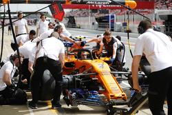 Команда McLaren отрабатывает процедуру пит-стопа