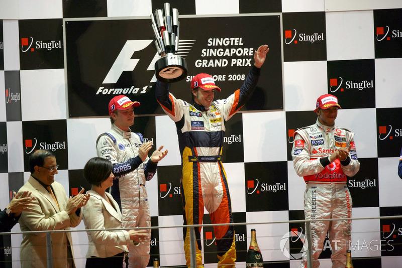 Podium: second place Nico Rosberg, Williams, Race winner Fernando Alonso, Renault F1 Team, third place Lewis Hamilton, McLaren MP4-23