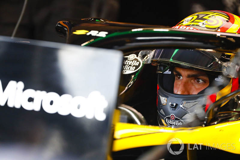 Carlos Sainz Jr., Renault Sport F1 Team, in cockpit
