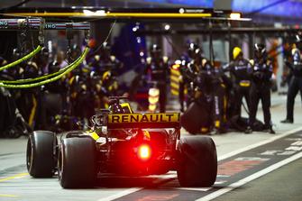 Nico Hulkenberg, Renault Sport F1 Team R.S. 18, au stand