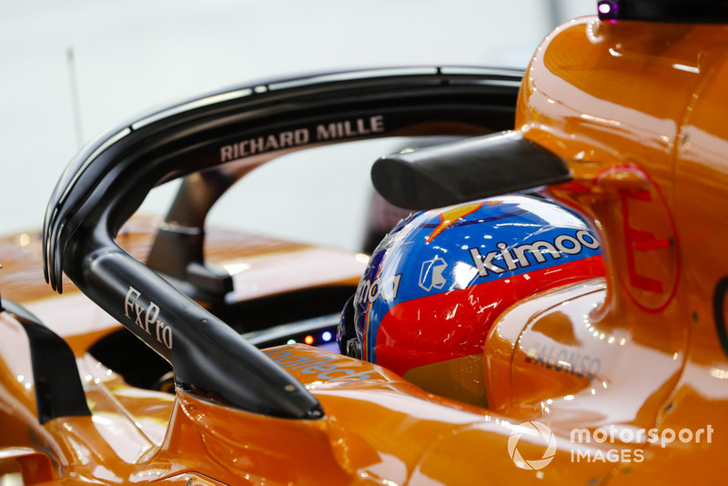 Fernando Alonso, McLaren, dans le cockpit de sa monoplace
