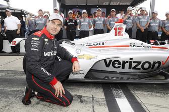 Will Power, Team Penske Chevrolet celebrates winning the Verizon P1 Pole Award