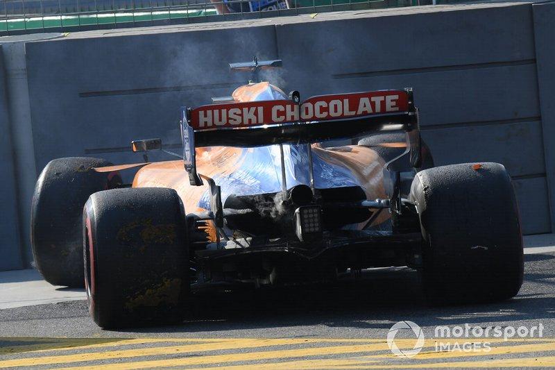 Carlos Sainz Jr., McLaren MCL34, retires from the race