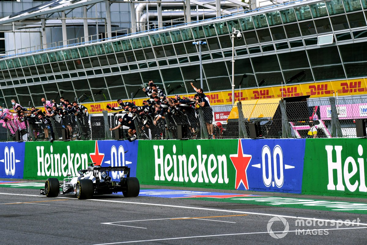 Pierre Gasly, AlphaTauri AT01, 1st position, takes victory to the delight of his team