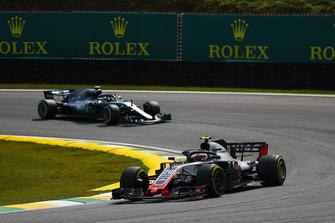 Kevin Magnussen, Haas F1 Team VF-18, Valtteri Bottas, Mercedes AMG F1 W09 EQ Power+