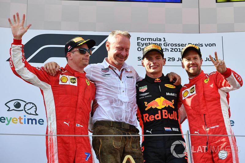 Kimi Raikkonen, Ferrari, Jonathan Wheatley, manager de Red Bull Racing, Max Verstappen, Red Bull Racing et Sebastian Vettel, Ferrari sur le podium