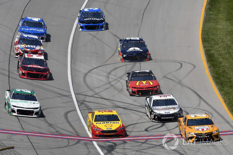 Joey Logano, Team Penske, Ford Fusion Shell Pennzoil e William Byron, Hendrick Motorsports, Chevrolet Camaro Unifirst