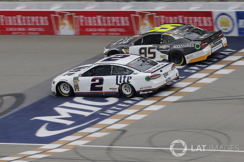 Brad Keselowski, Team Penske, Ford Fusion Miller Lite Kasey Kahne, Leavine Family Racing, Chevrolet