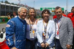 Jacques Villeneuve (CDN), Melanie Villeneuve (CDN), Joanne Villeneuve, and Francois Dumontier, Canadian GP Promoter