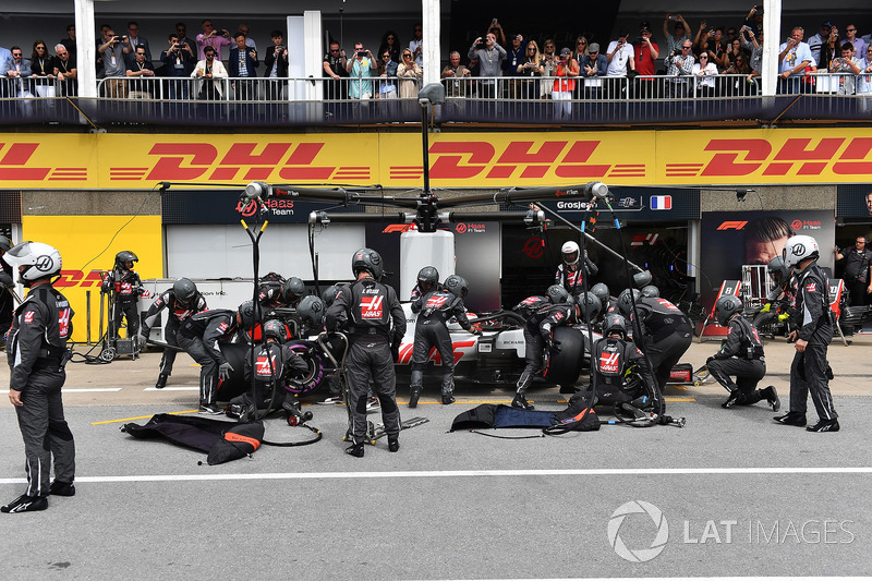 Kevin Magnussen, Haas F1 Team VF-18, pit stop