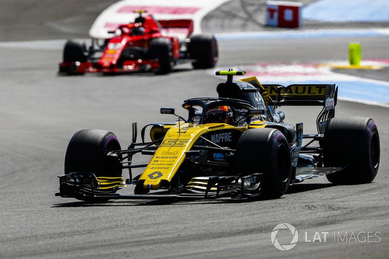 Carlos Sainz Jr., Renault Sport F1 Team R.S. 18, Kimi Raikkonen, Ferrari SF71H