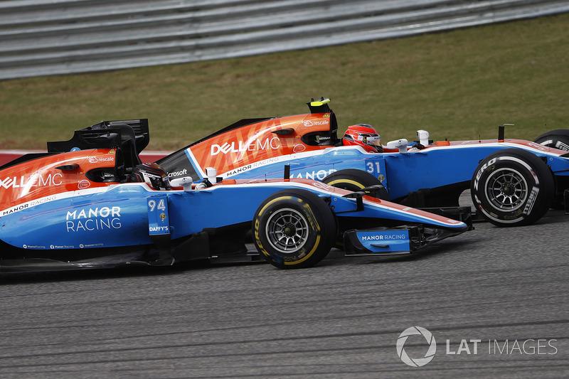 Esteban Ocon, Manor MRT05 leads Pascal Wehrlein, Manor MRT 05