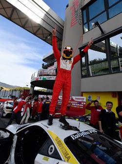 Ganador, #111 Wilde World of Cars Ferrari 488: Peter Ludwig
