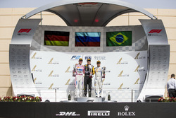 Podium: tweede plaats Maximilian Gunther, BWT Arden, racewinnaar Artem Markelov, RUSSIAN TIME, derde plaats Sergio Sette Camara, Carlin