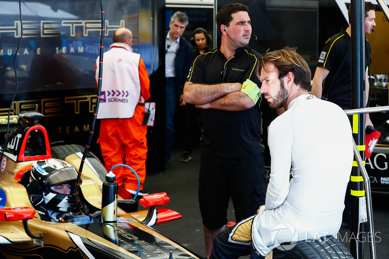 Jean-Eric Vergne, Techeetah, sitting on the tyre of Andre Lotterer, Techeetah