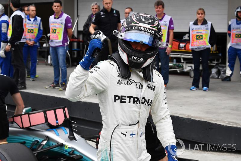 Ganador de la pole Valtteri Bottas, Mercedes-Benz F1 W08