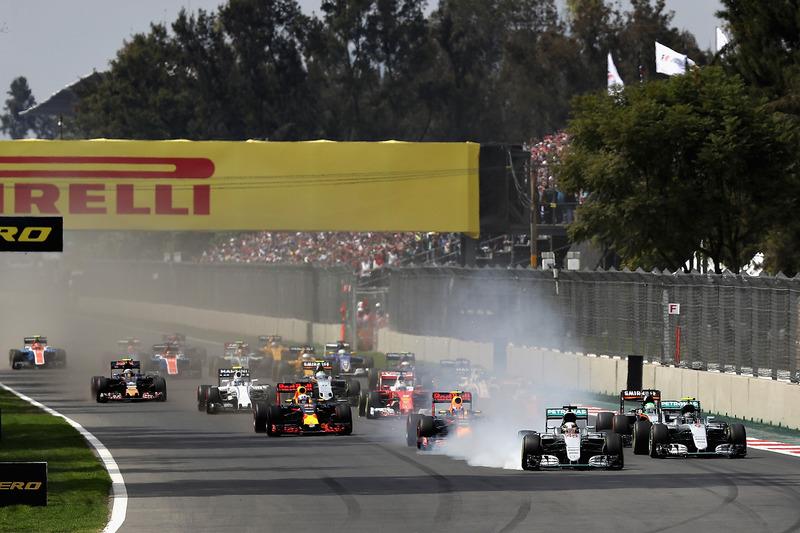 Lewis Hamilton, Mercedes AMG F1 W07 Hybrid, Max Verstappen, Red Bull Racing RB12 y Nico Rosberg, Me