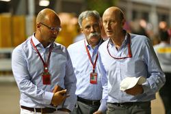 Чейз Кэри, председатель Formula One Group и Дональд Маккензи, управляющий CVC Capital Partners