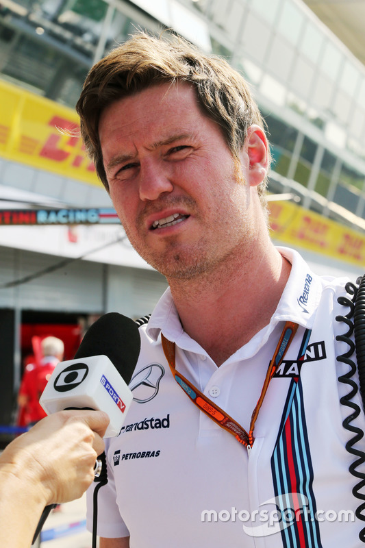 Rob Smedley, Williams Head of Vehicle Performance with the media