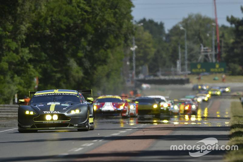 Le peloton des GTE aux 24 Heures du Mans