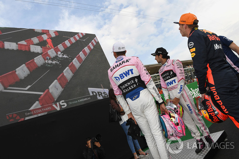 Max Verstappen, Red Bull Racing, Sergio Perez, Sahara Force India and Esteban Ocon, Sahara Force India F1 watch the screen