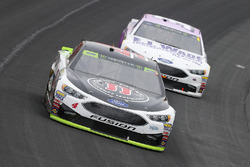 Kevin Harvick, Stewart-Haas Racing Ford and Matt DiBenedetto, GO FAS Racing Ford