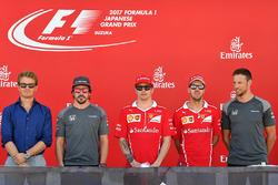 Nico Rosberg, Mercedes-Benz Temsilcisi, Fernando Alonso, McLaren, Kimi Raikkonen, Ferrari, Sebastian Vettel, Ferrari ve Jenson Button, McLaren