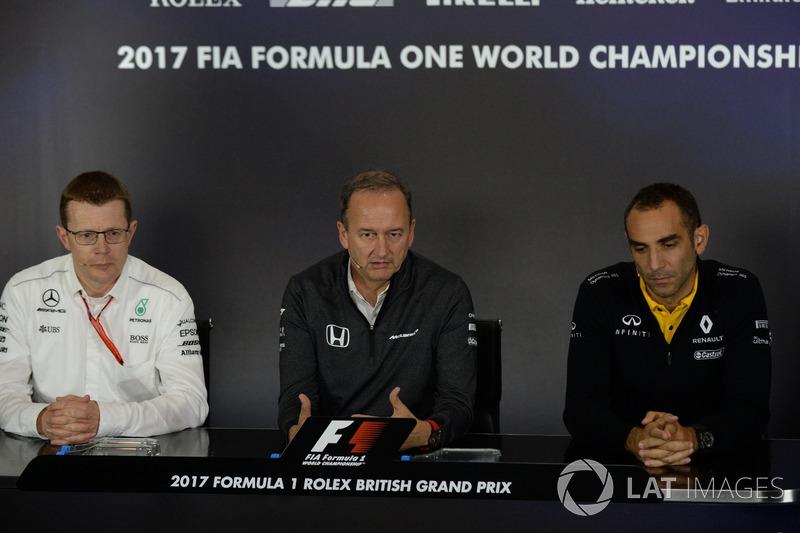 Керівний директор Mercedes AMG Аенді Коуелл, керівний директор McLaren Джонатан Ніл, керівник Renaul