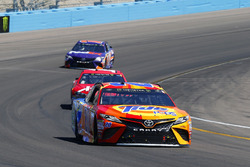 Matt Kenseth, Joe Gibbs Racing Toyota and Clint Bowyer, Stewart-Haas Racing Ford
