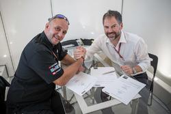 Frédéric Corminboeuf, Team Manager CGBM Evolution y Jens Hainbach, KTM Motorsport