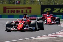Sebastian Vettel, Ferrari SF70-H y Kimi Raikkonen, Ferrari SF70-H