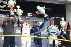 Podium: Race winner Gianni Morbidelli, West Coast Racing, Volkswagen Golf GTi TCR, second place Mato Homola, DG Sport Compétition, Opel Astra TCR, third place Jean-Karl Vernay, Leopard Racing Team WRT, Volkswagen Golf GTi TCR