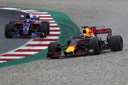 Даніель Ріккардо, Red Bull Racing RB13, у гравії