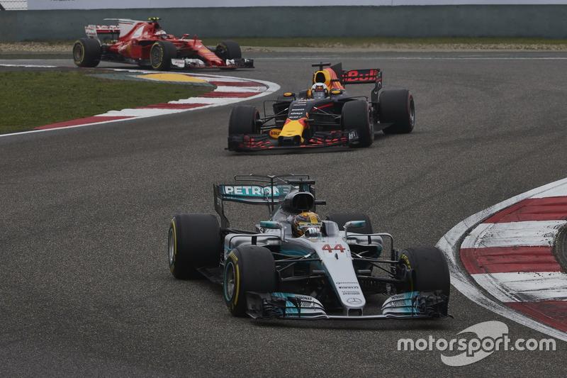 Lewis Hamilton, Mercedes AMG F1 W08; Daniel Ricciardo, Red Bull Racing RB13; Kimi Räikkönen, Ferrari