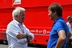 Charlie Whiting, FIA-Rennleiter; Michael Schmidt, Journalist