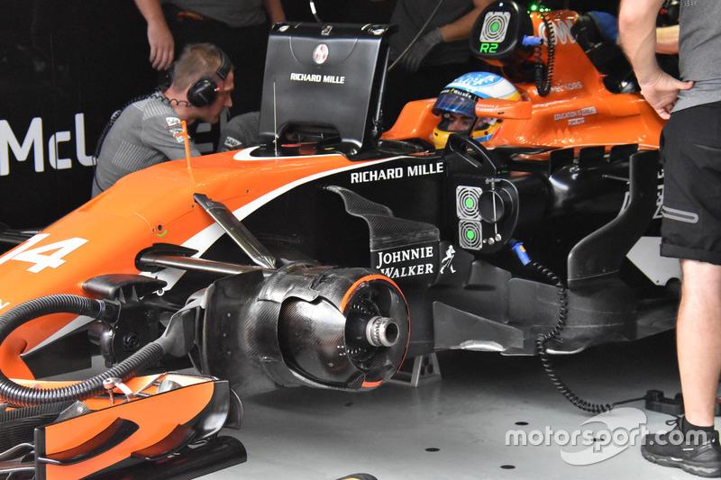 Бічні дефлектори McLaren MCL32
