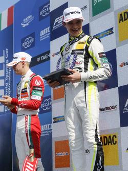 Rookie-Podium: 1. Lando Norris, Carlin Dallara F317 - Volkswagen