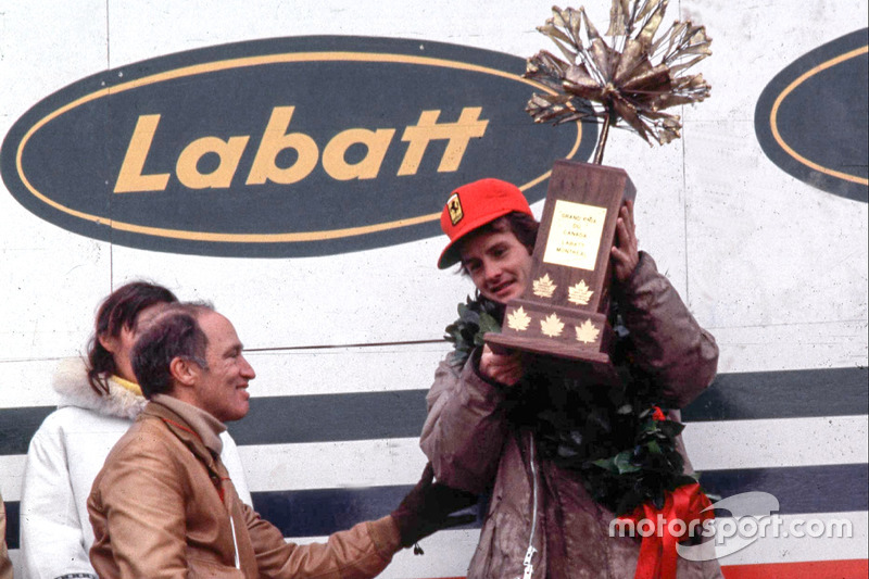 Podio: ganador de la carrera Gilles Villeneuve, Ferrari, Pierre Elliot Trudeau, Primer ministro de Canadá