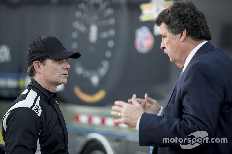 Jeff Gordon, Wayne Taylor Racing with NASCAR Vice-Chairman Mike Helton