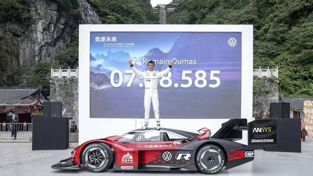 Volkswagen ID.R record run at Tianmen Mountain - full onboard