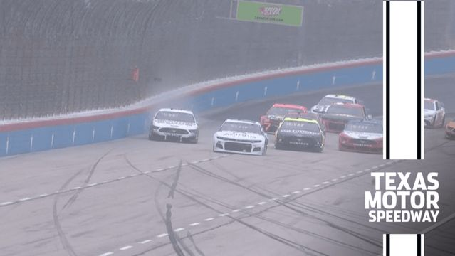 Harvick hits the wall while leading at Texas Motor Speedway