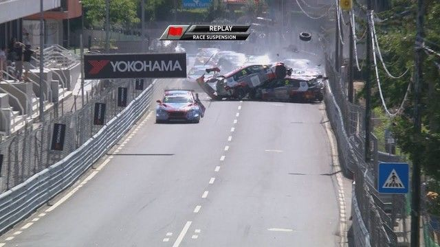 WTCR Race 1- Startcrash