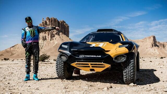 Ken Block takes the Extreme E E-SUV through the desert for the Final Stage of the Dakar Rally