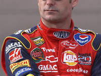 Jeff Gordon seeks to gain ground