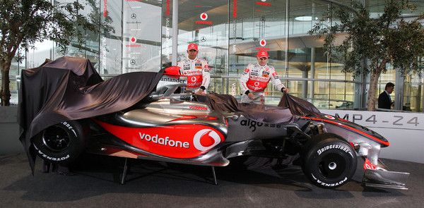 Hamilton and Kovalainen uncover McLaren MP4-24